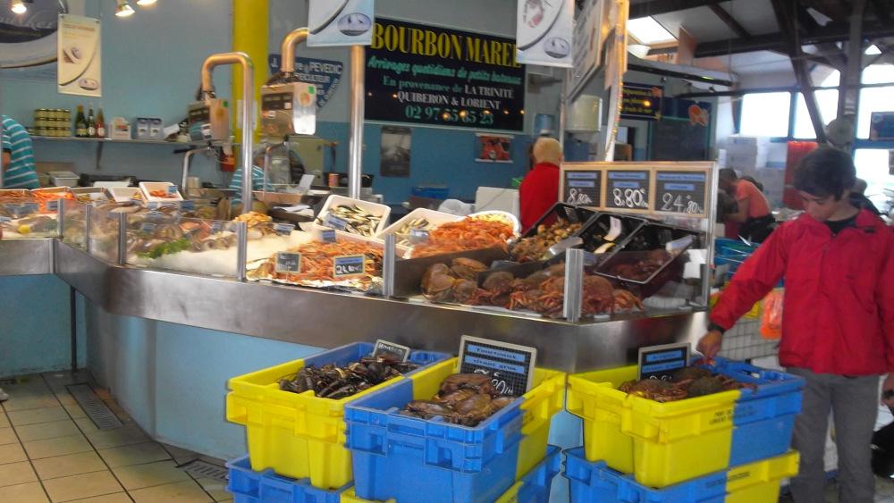 la-trinite-sur-mer-inside-fish-market-at-port-jul12