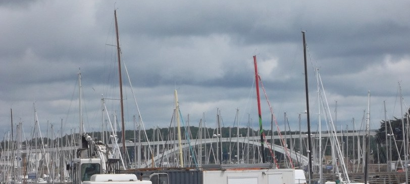la-trinite-sur-mer-on-harbor-look-at-pont-de-kerister-jul12
