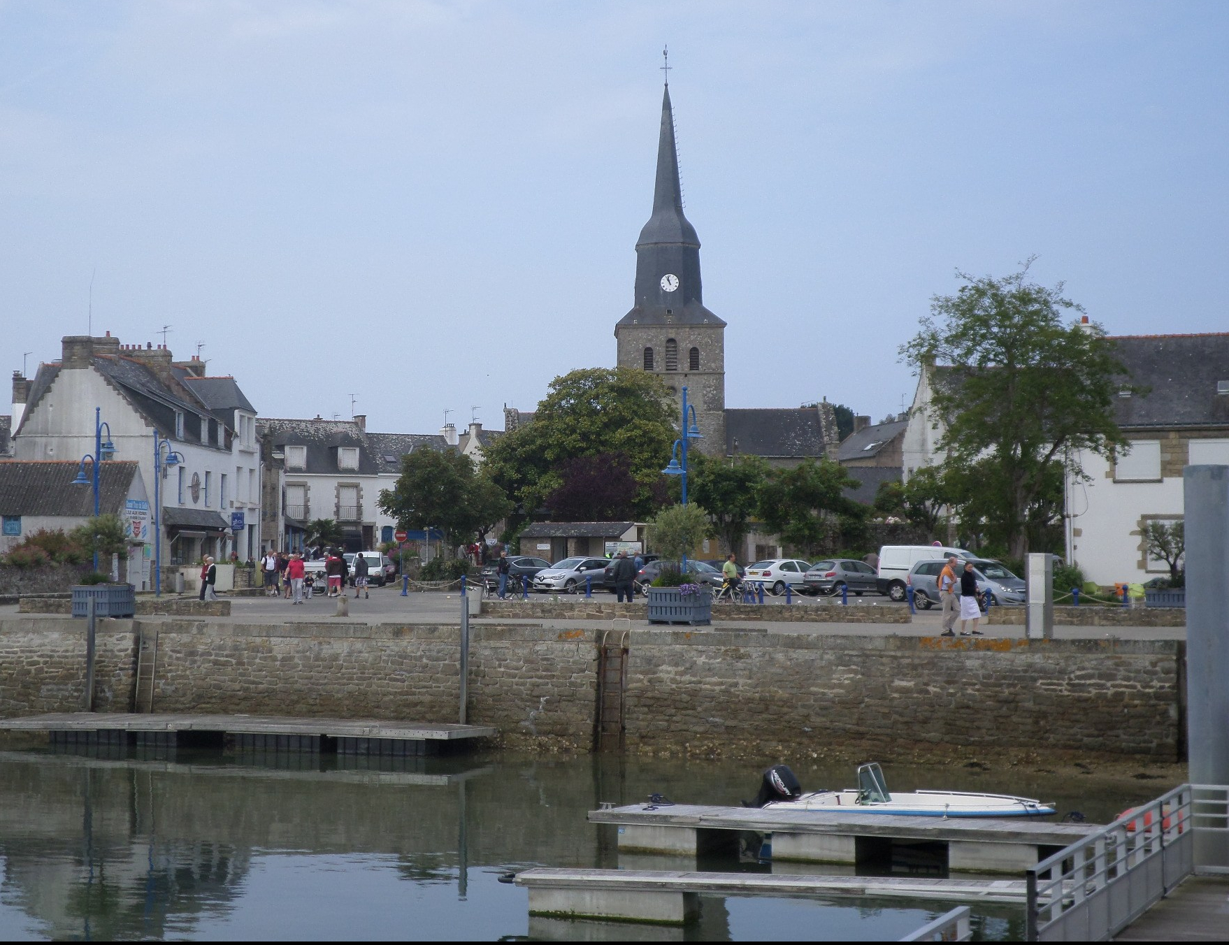 locmariaquer-ch-nd-de-kerdro-from-harbor