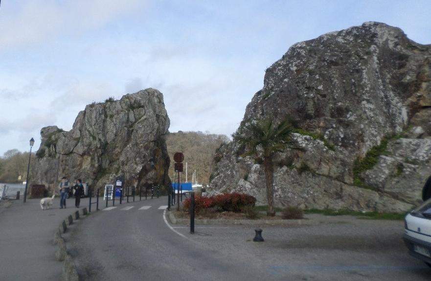 lrb-the-rocks-at-harbor-of-le-roche-bernard-feb17