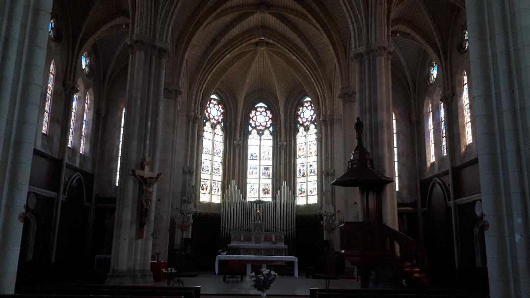 missillac-ch-saint-pierre-et-saint-paul-nave-to-altar-jun19