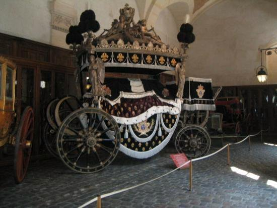 museum-of-carriages-petit-ecuries-versailles-feb11
