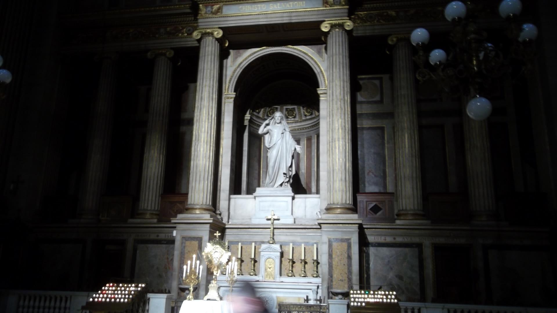 paris-ch de al madeleine-virgin-behind-altar-mar13