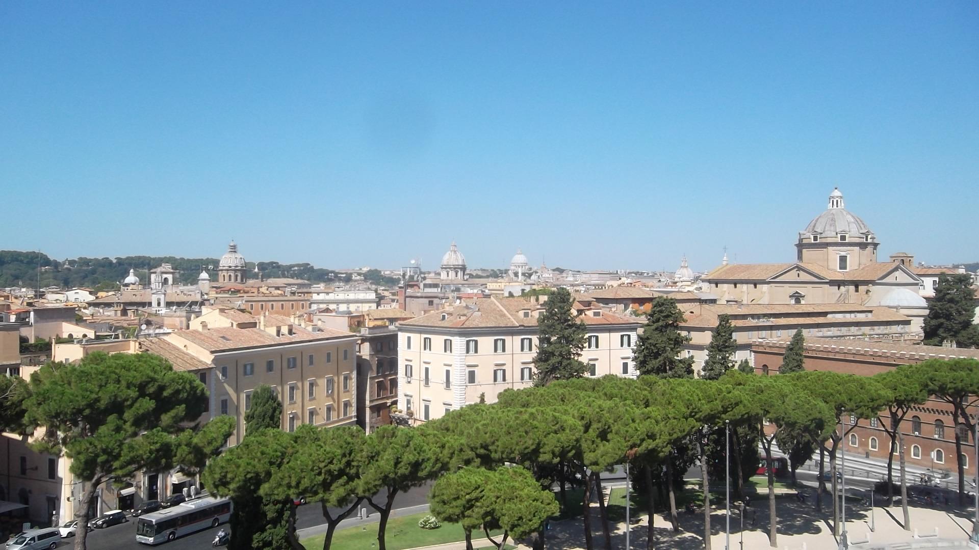 roma-mon-emanuele-vittorio-view-of-city-p-venezia-aug13