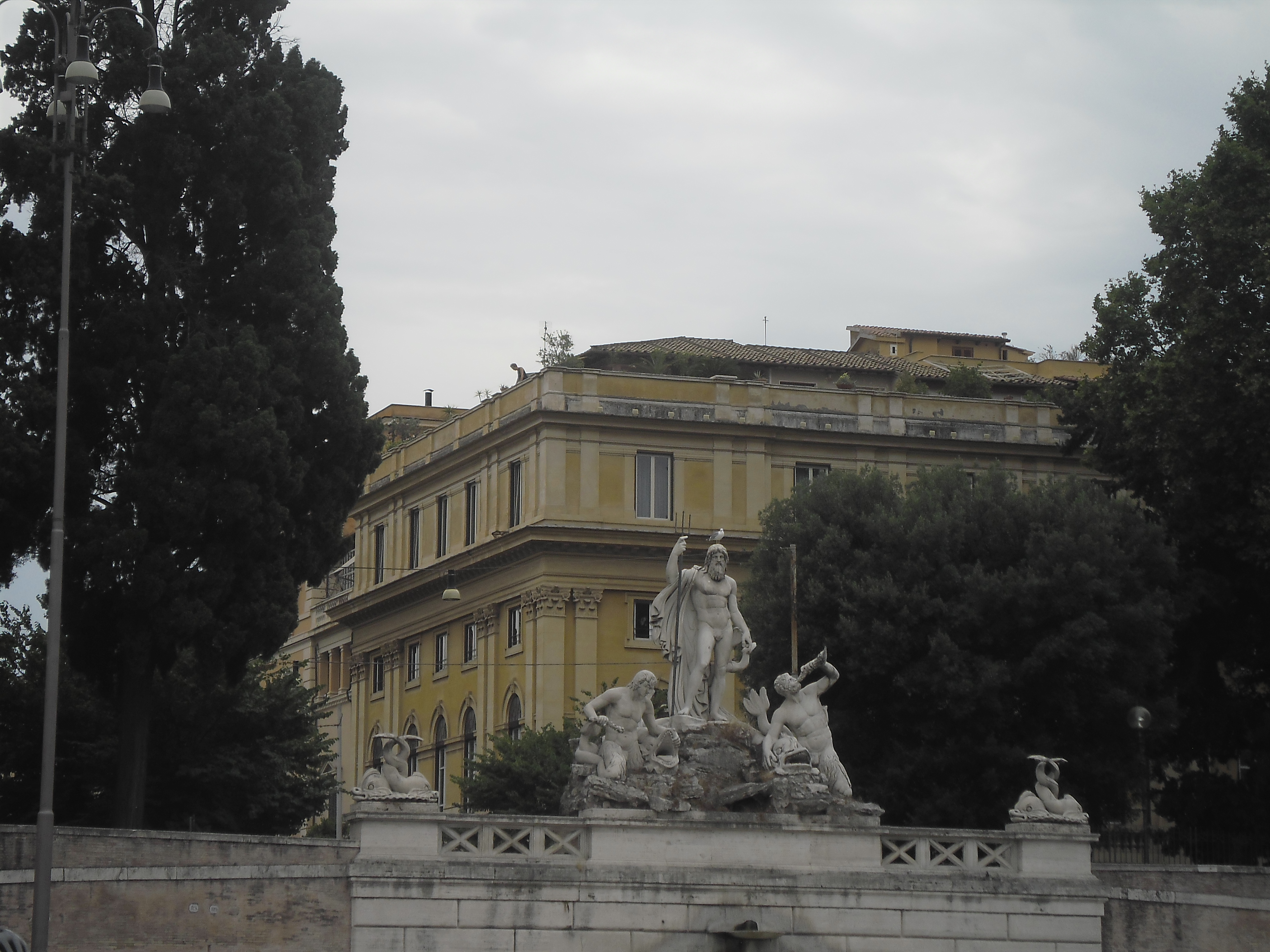 roma-piazza-popolo-left-side-aug13