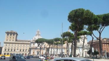 roma-piazza-venetia-mon-aug13