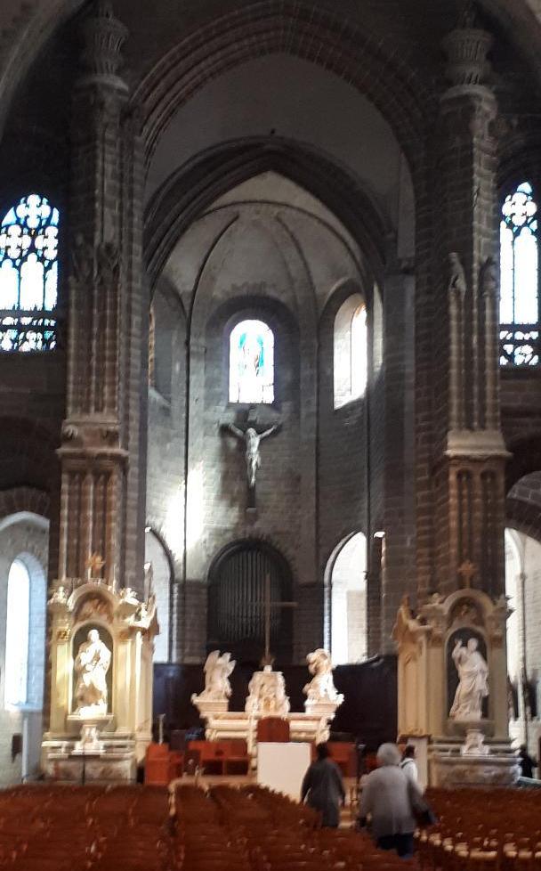 vannes-cat-st-pierre-altar-mar19