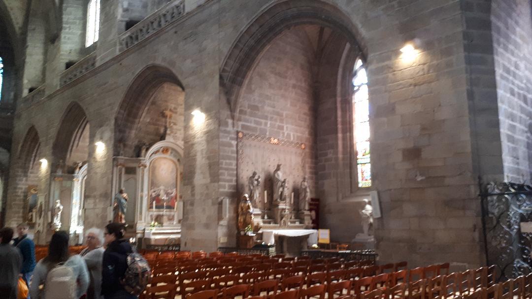 vannes-cat-st-pierre-right-hand-side-chapels-mar19
