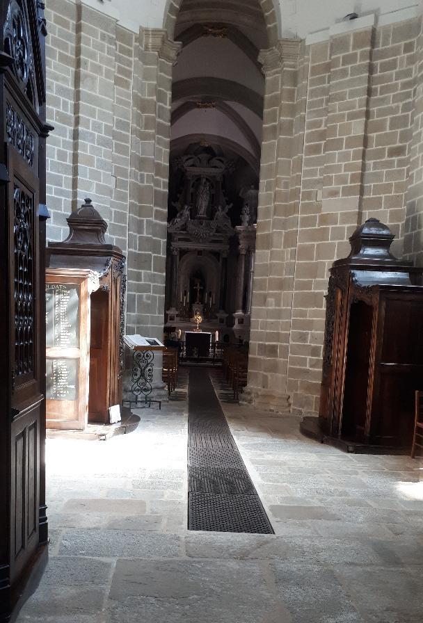 vannes-cat-st-pierre-sacre-sacrament-chapel-prayers-mar19