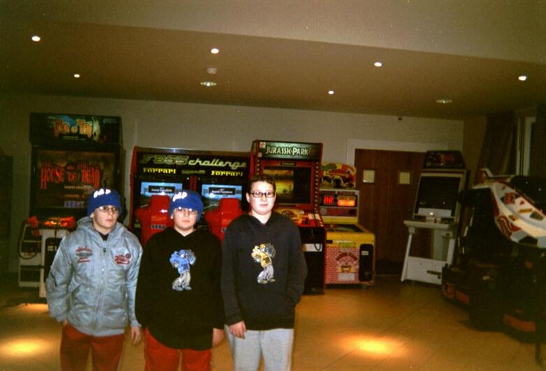 disneyland-kids-at-game-room-hi-disneyland-christmas-2004