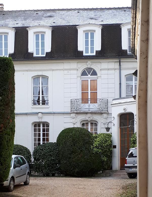 meaux-hotel-de-la-sirene-patio-front-dec18