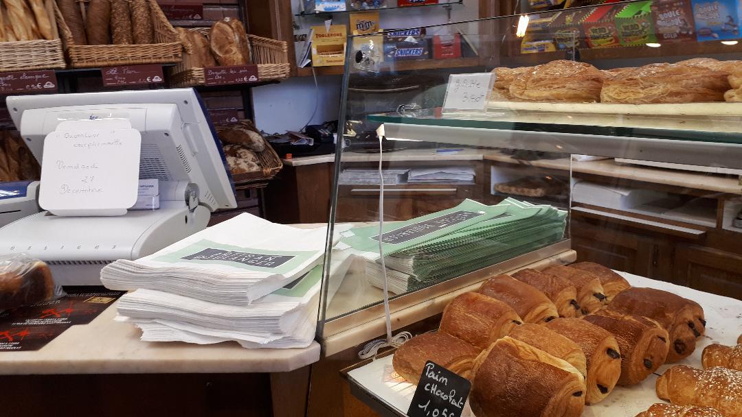meaux-le-fournil-du-faubourg-st-nicolas-bakery-counter-dec18
