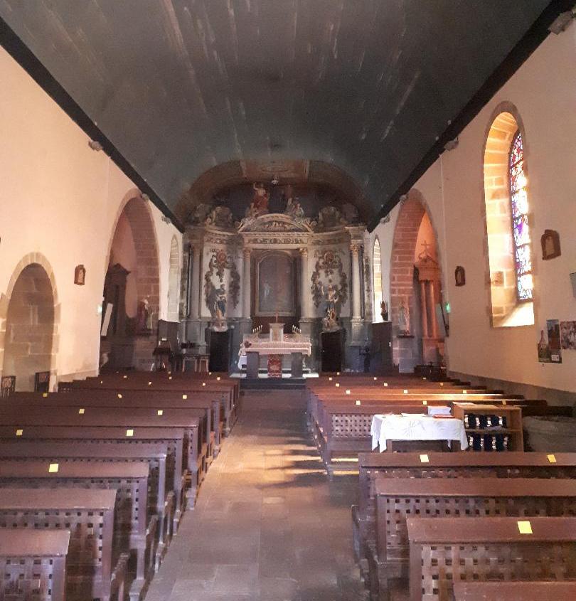 nostang-ch-saint-pierre-et-saint-paul-nave-to-altar-aug20