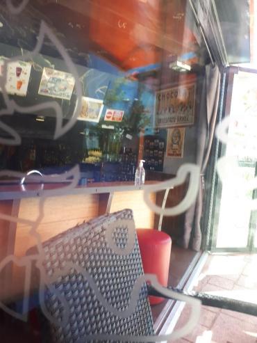 quiberon esplanade cafe terrase to counter may21