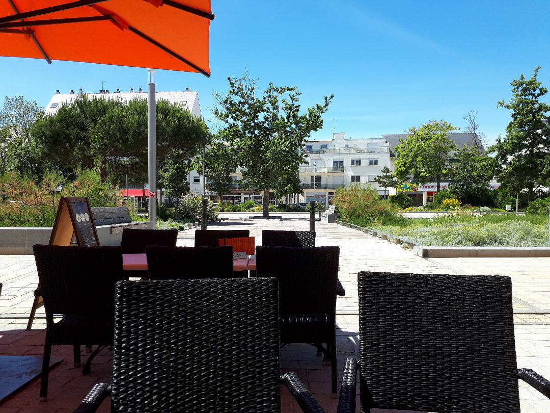 quiberon esplanade cafe terrase to place hoche may21