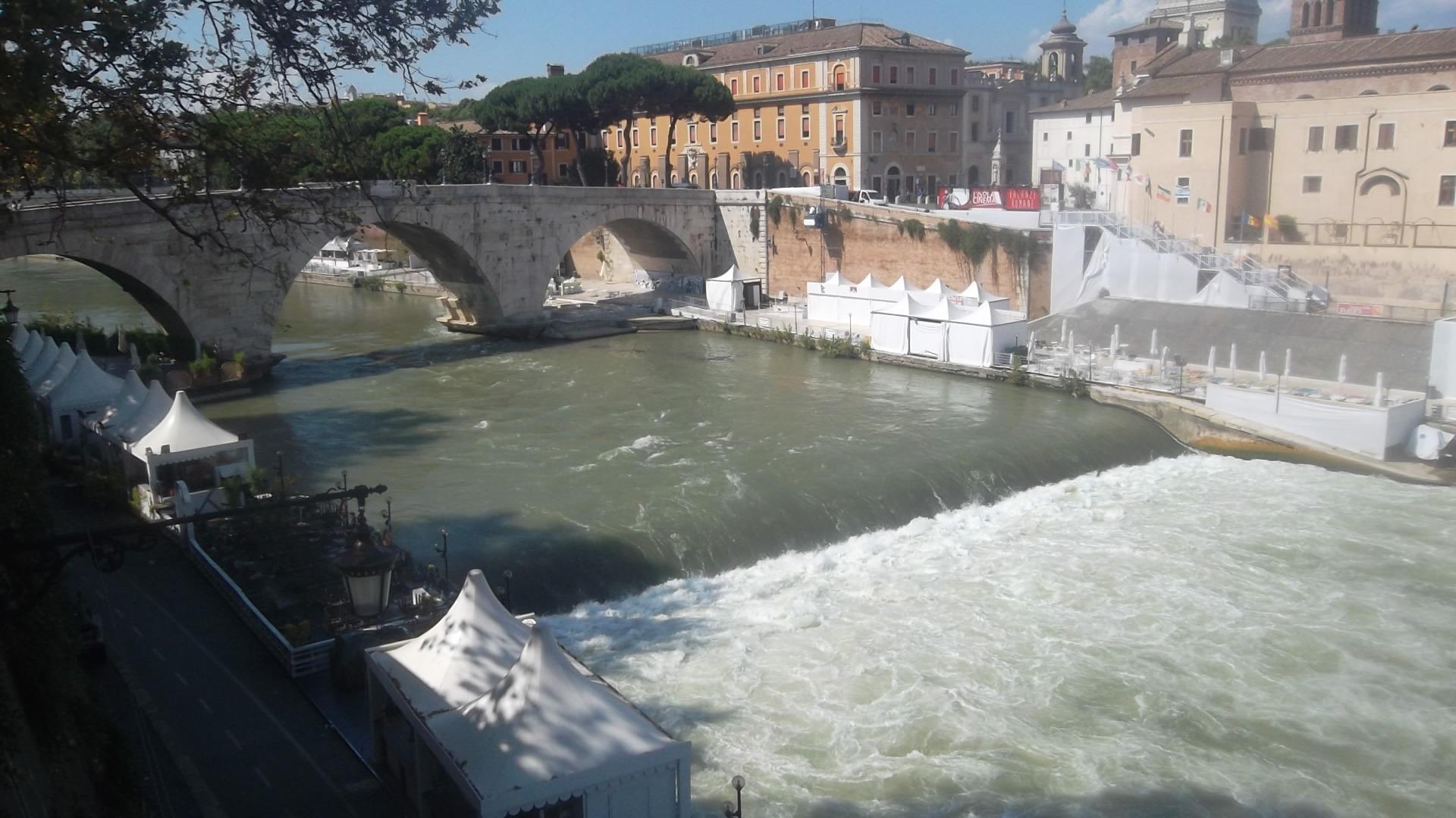 roma ponte cestio cascades river tibre aug13