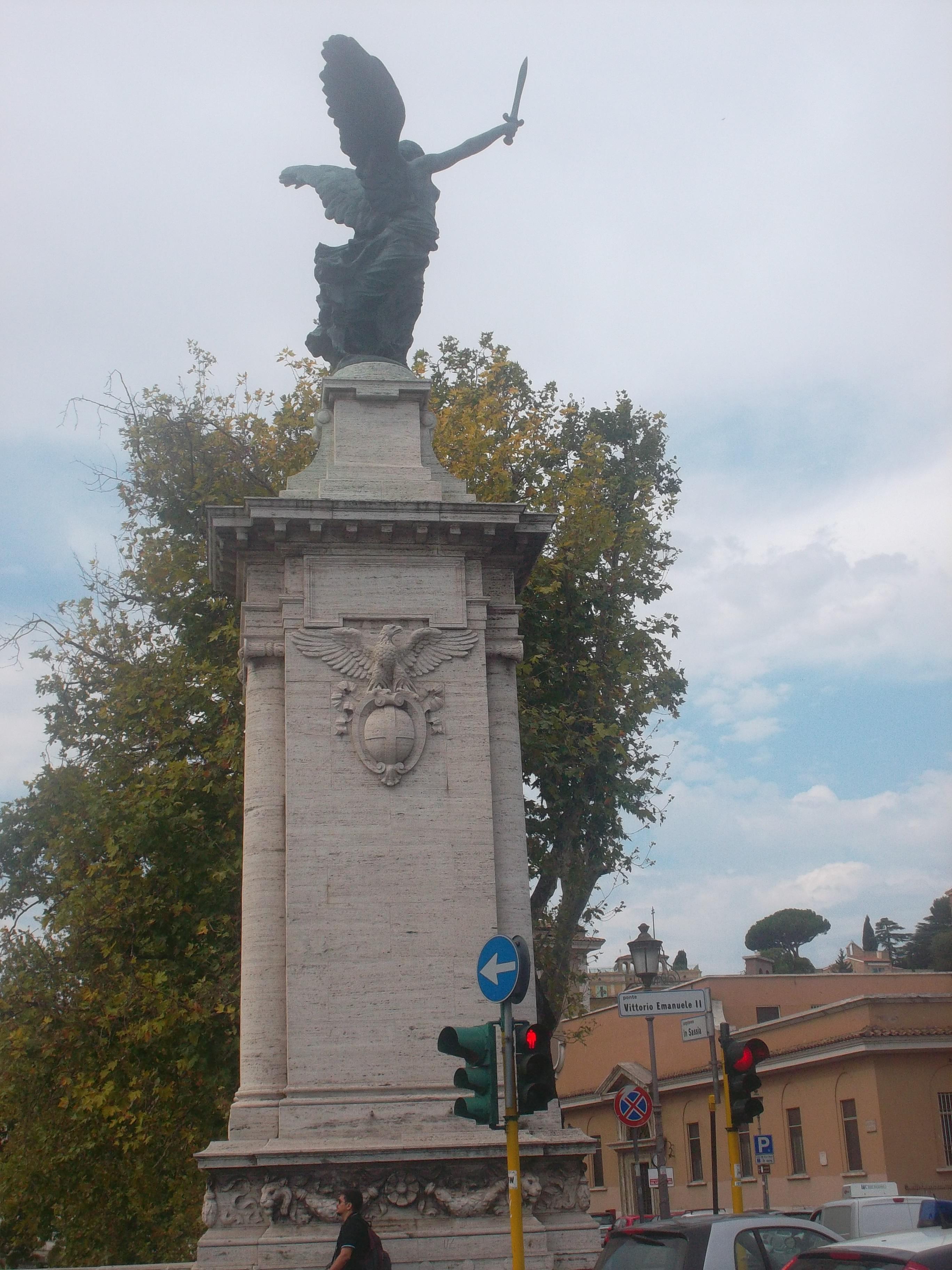 roma ponte emmanuele vittorio II statue aug13