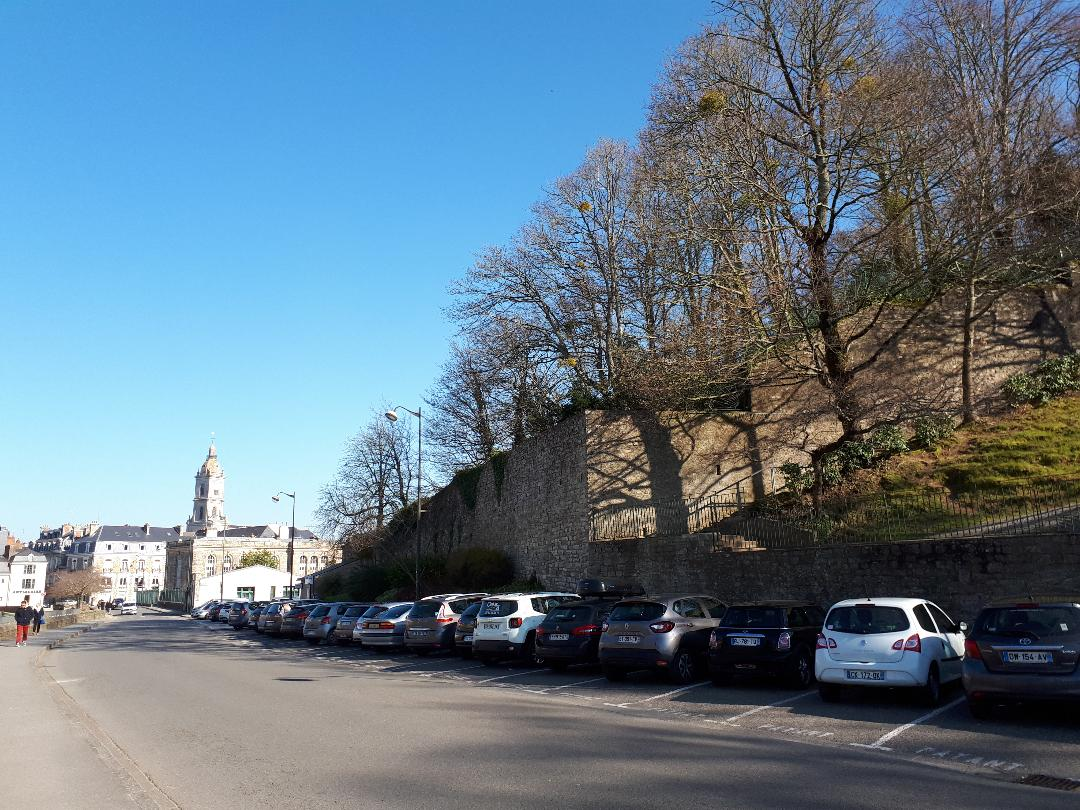 vannes-ramparts-parking-and-ch-st-patern-far-right-feb18