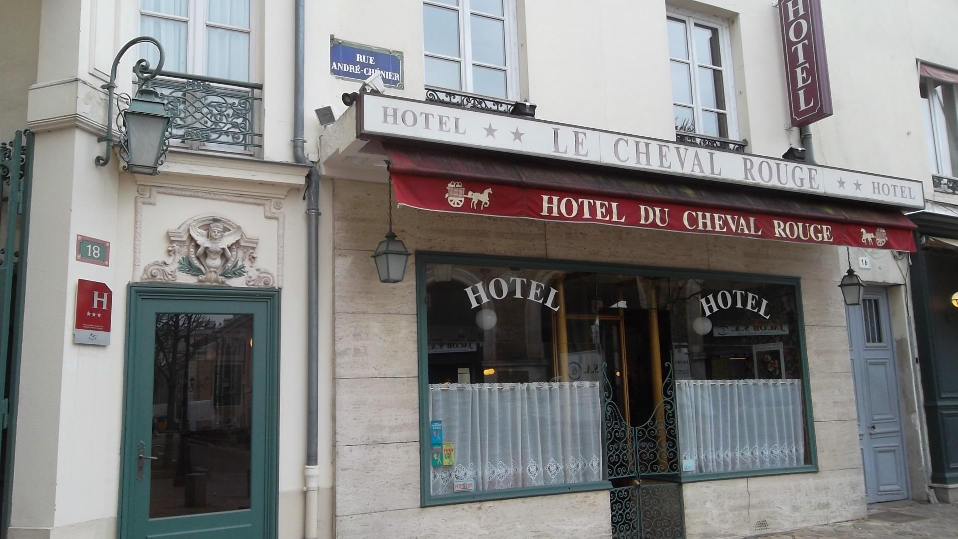 versailles-hotel-le-cheval-rouge-main-ent-mar13
