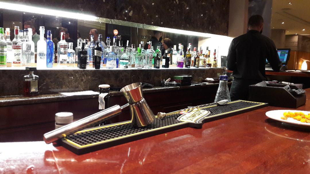barcelona-crown-plaza-hotel-bar-night-oct18