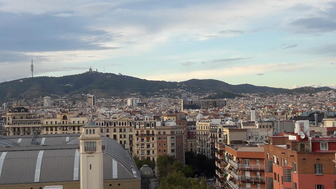 barcelona-crown-plaza-hotel-terrace-to-city-monserrat-oct18