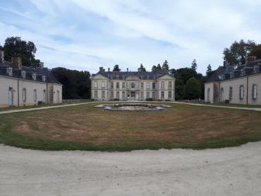 bignan-kerguehennec-courtyard-front-castle-sep18