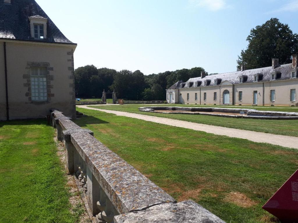 bignan-kerguehennec-domaine-courtyard-aug18