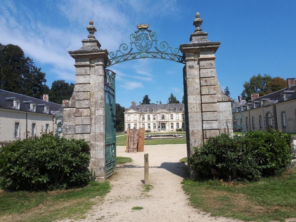 bignan-kerguehennec-domaine-entrance-from-back-aug18