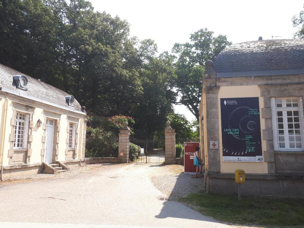 bignan-kerguehennec-entrance-to-dom-aug18
