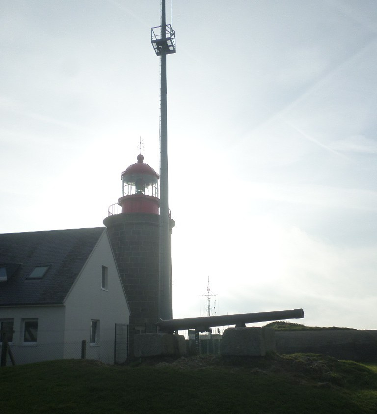 granville-pointe-du-roc-canons-and-lighthouse-nov17