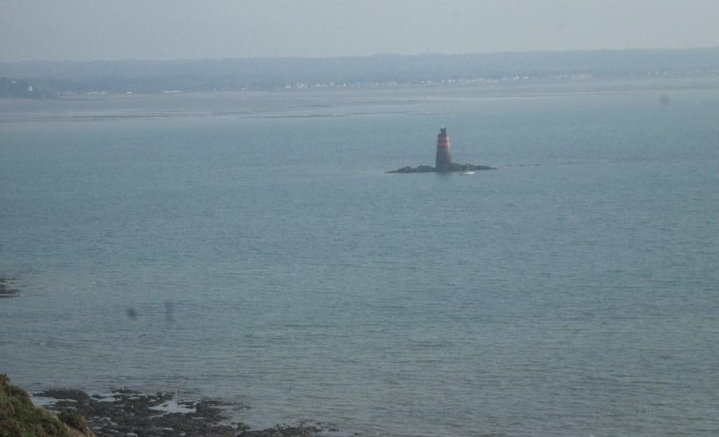 granville-pointe-du-roc-lighthouse-marker-at-sea-nov17