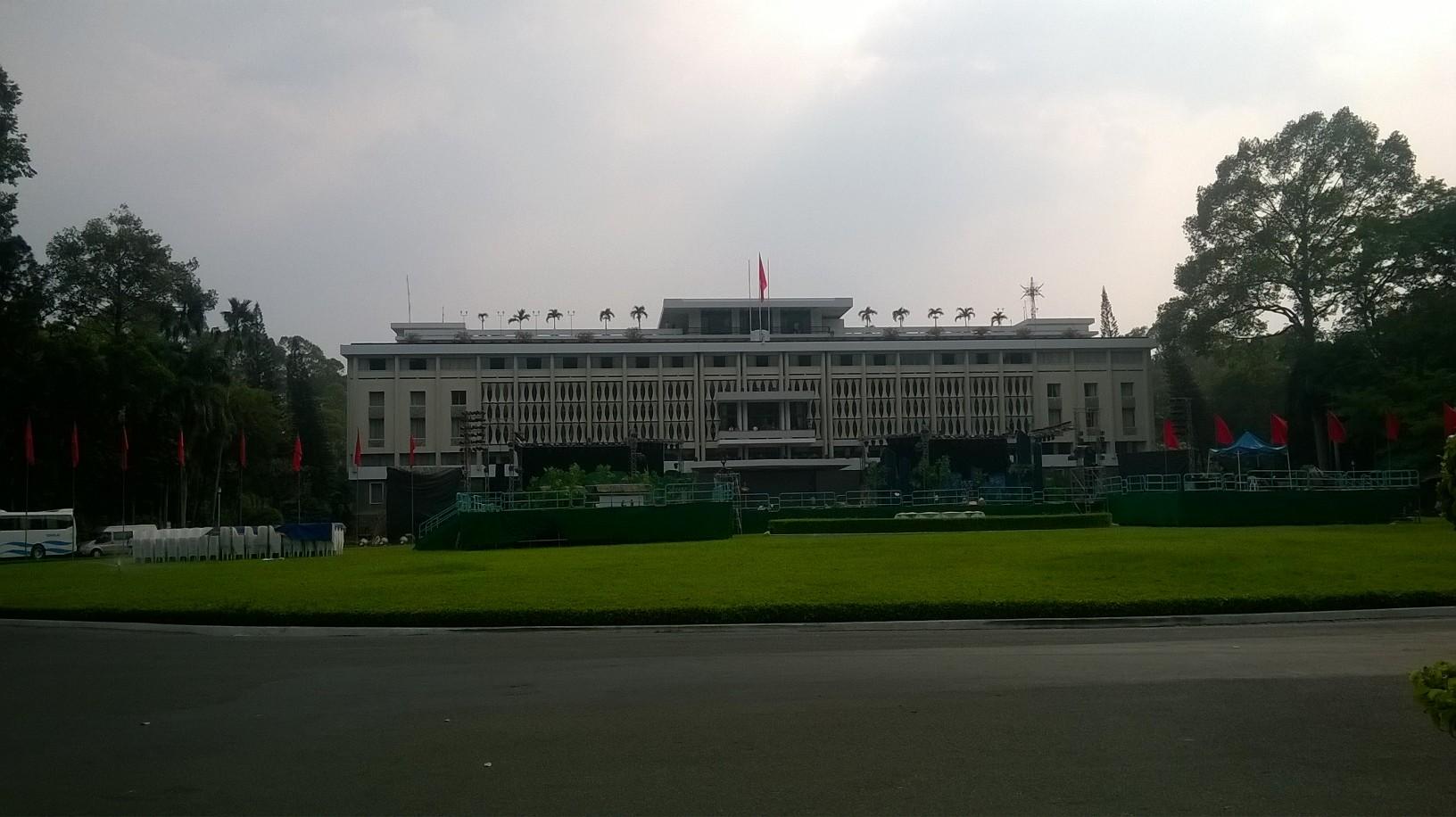 hcmc-reuni-palace-inside-gardens-mar16