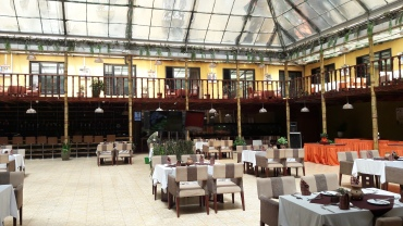 kampala-mackinnon-suites-inner-terrace-courtyard-apr18