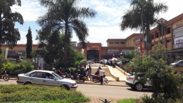 kampala-oasis-mall-entrance-passing-apr18