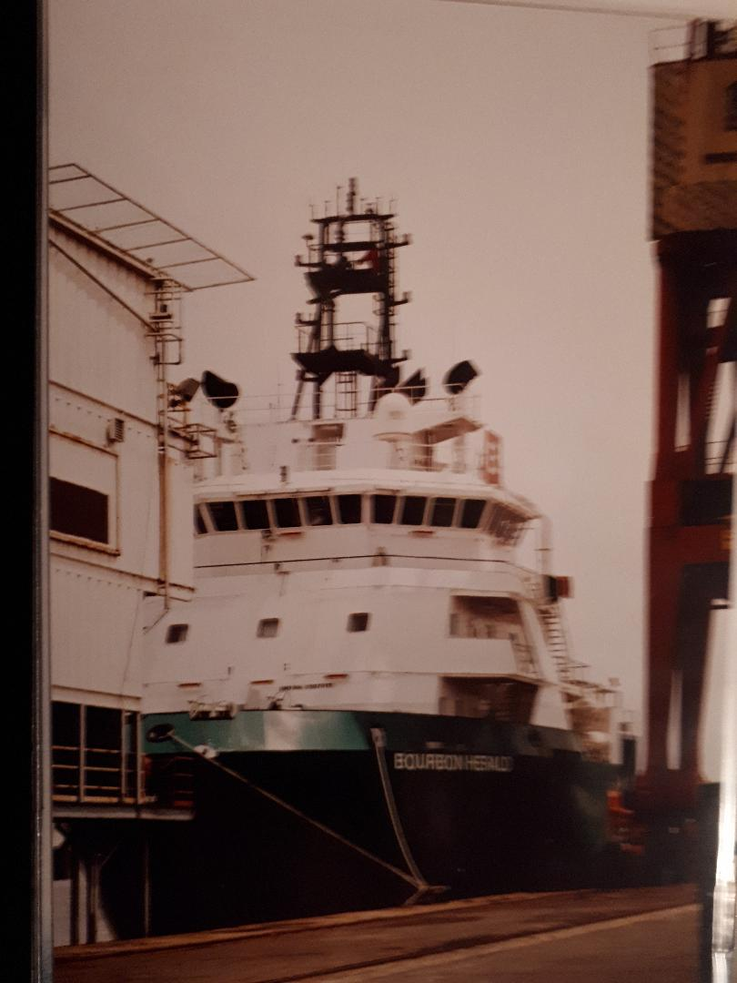 lagos-bourbon-boat-at-port-2009