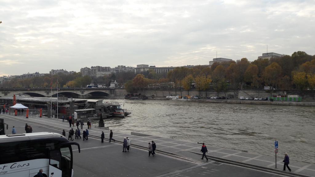 paris-ave-de-new-york-to-seine-and-bateaux-croisieres-nov17