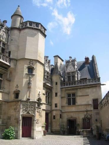 paris cluny-museum courtyard c2009