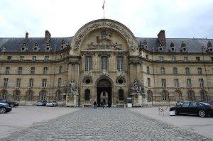Paris invalides entr on the esplanade des invalides mar13