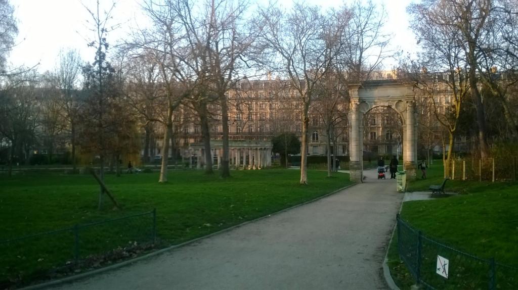 paris-parc-monceau-antiquity-feb14