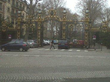 paris-parc-monceau-courcellesvan-dyke-feb12