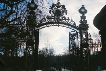 Paris parc monceau grill door courcelles c2010