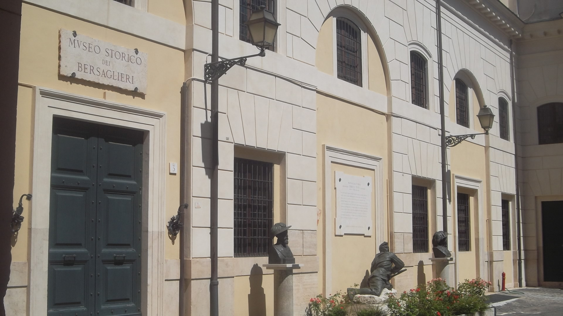 roma-museo-historico-bersaglieri-courtyard-aug13