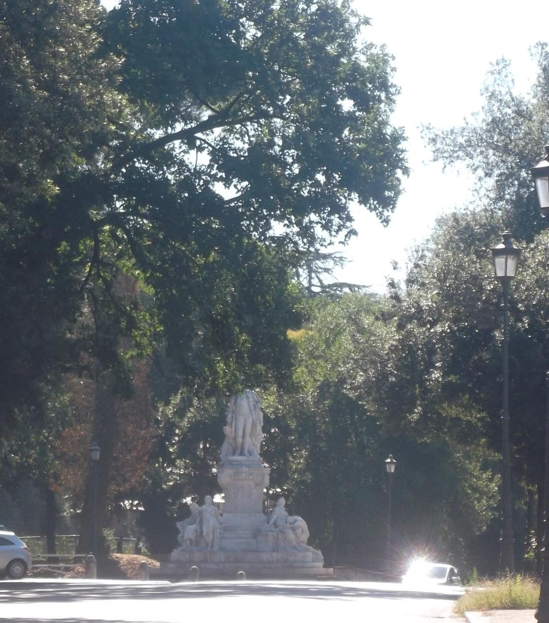 roma-street-scene-statue-borghese-aug13