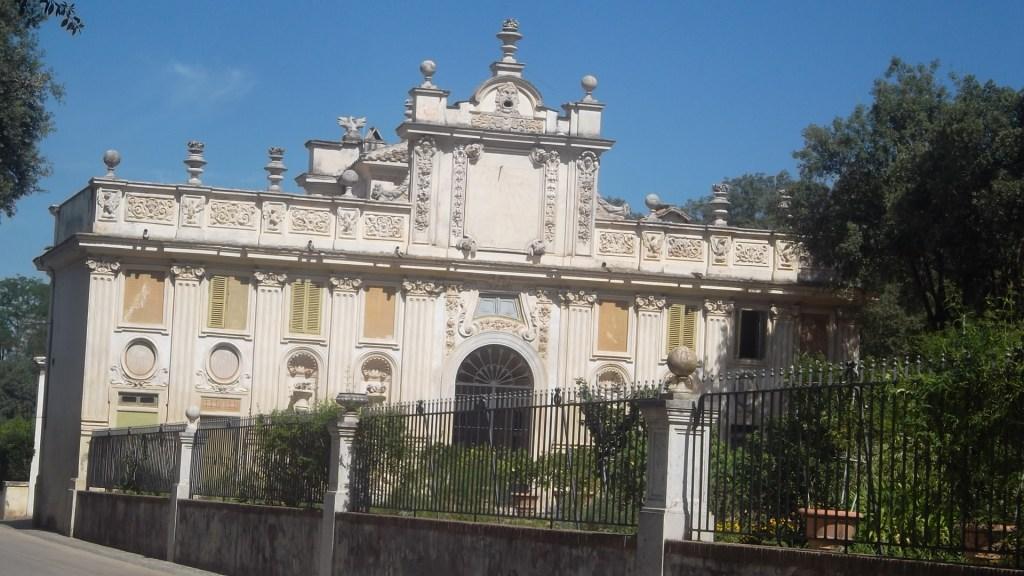 roma-villa-borghese-gardens-palace-left-side-aug13