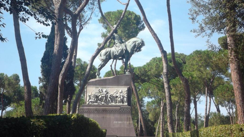 roma-villa-borghese-mon-chevalier-mancini-statue-side-aug13