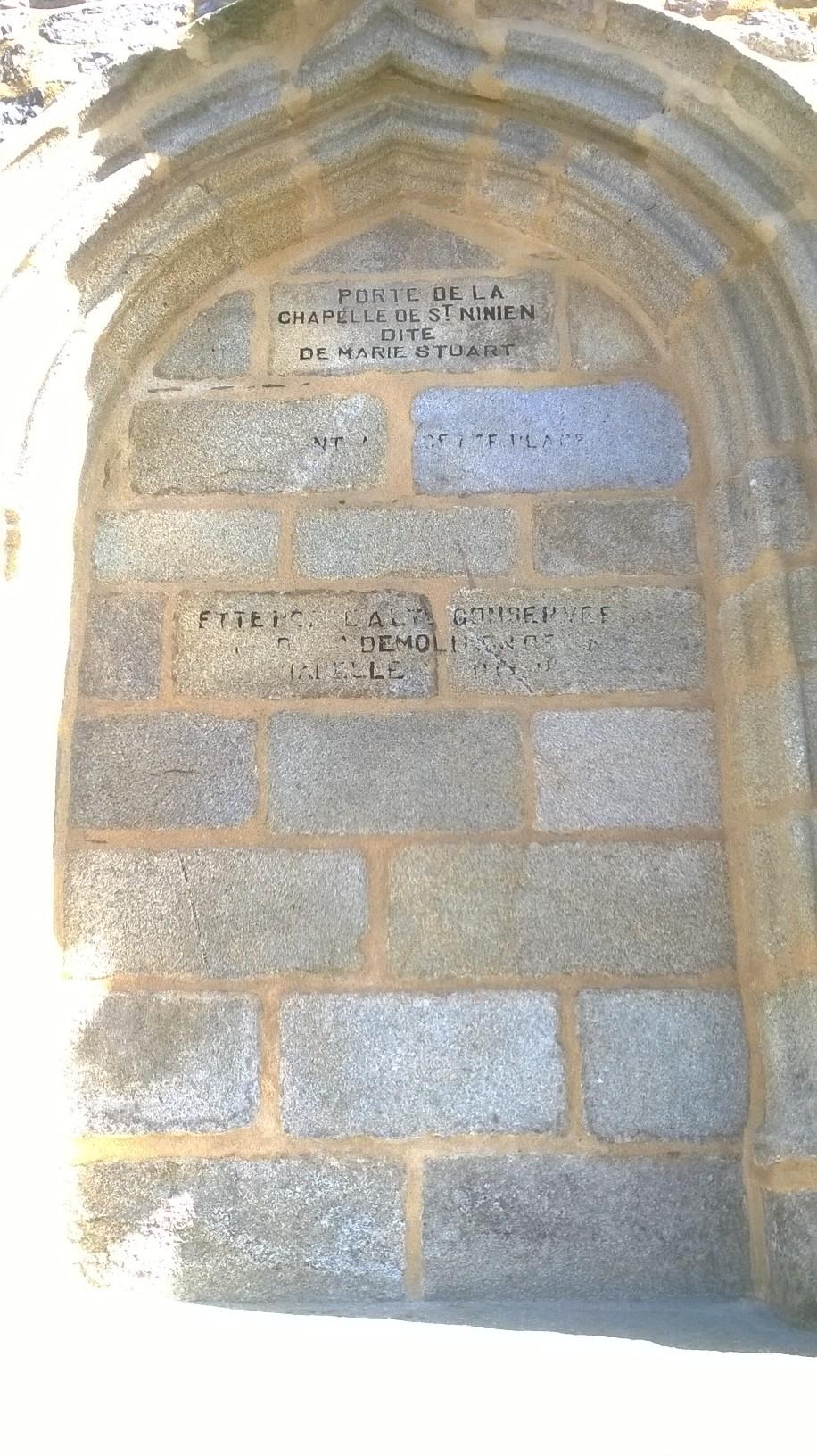 roscoff-chapelle-de-ninien-wall-on-marie-stuart-my15