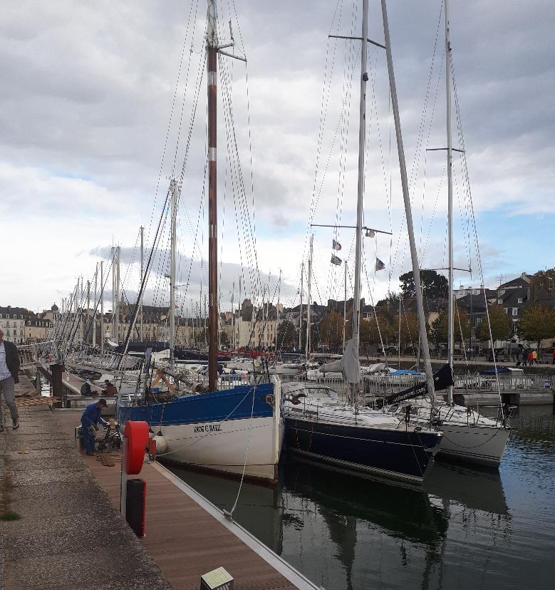 vannes-le-port-canal-marina-to-town-oct18