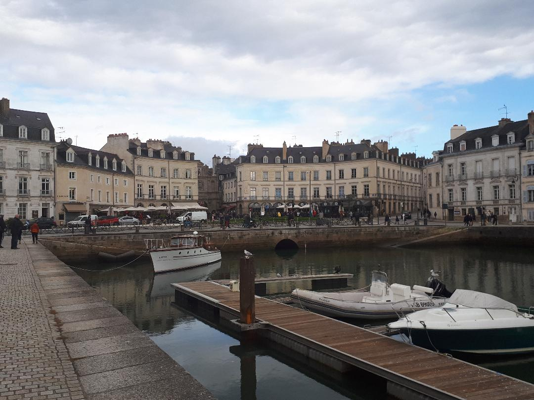 vannes-le-port-from-canal-marina-oct18
