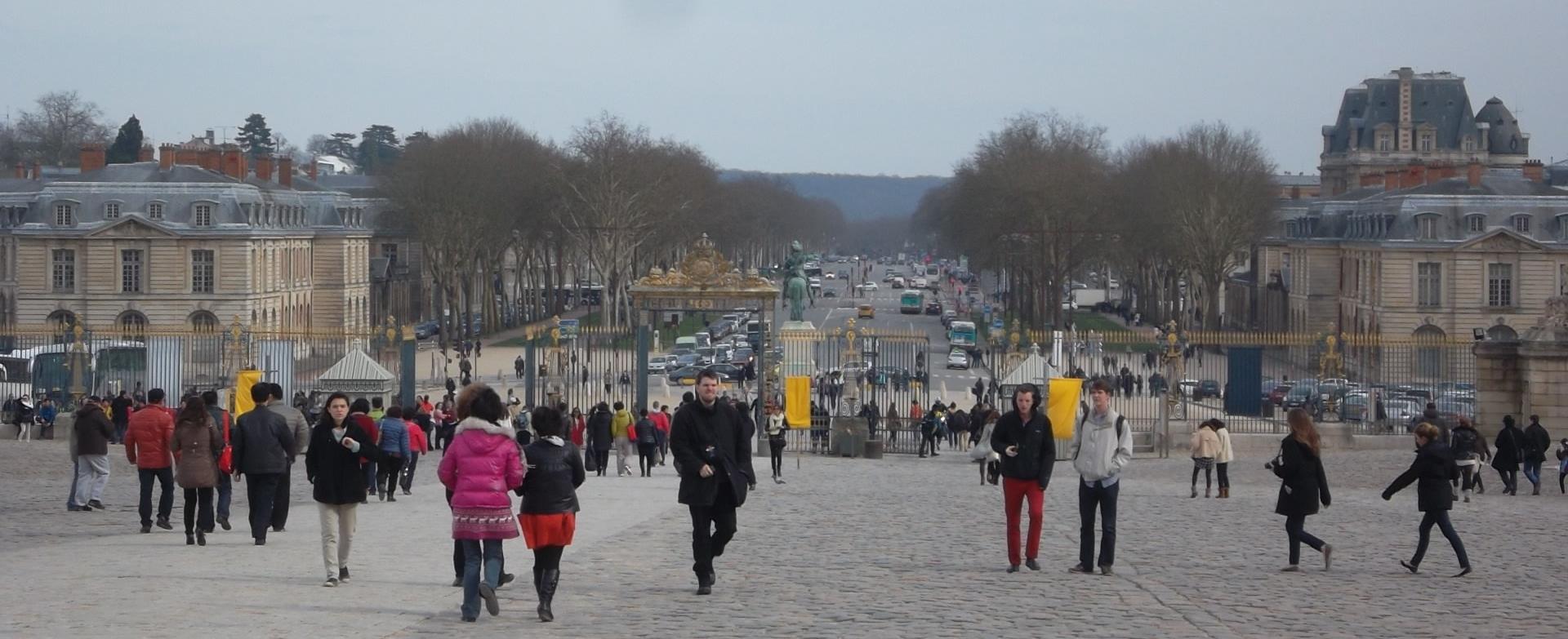 versailles-chateau-facing-ave-de-paris-mar13
