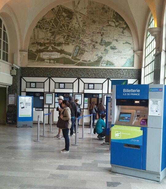 Versailles gare rive-droite-inside-lobby